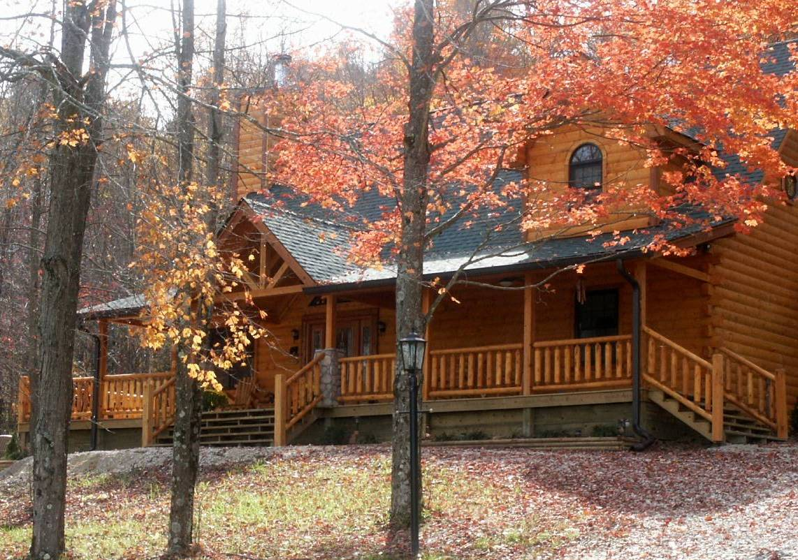 Brown county log cabin rental nashville in hottub fireplace for Ponte coperto cabina brown county