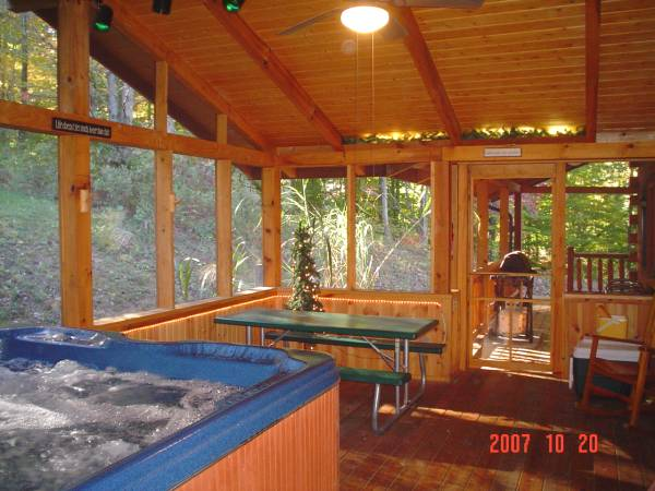 Adventurewood Log Cabin Nashville, IN w/Hot Tub, Fireplace,
